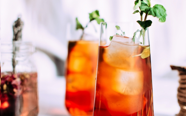 "Shrubs 101: Everything You Need to Know About ""Drinking Vinegar[...]"